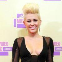 Miley Cyrus : Elle reste sur Twitter malgré les menaces de Liam Hemsworth