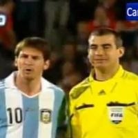 Lionel Messi : un arbitre prend une photo avec lui en plein match ! (VIDEO)