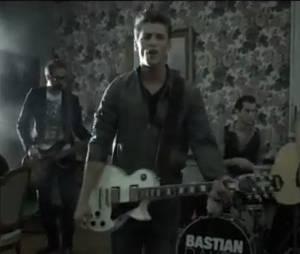 """Le nouveau clip """"Nobody Should Die Alone"""" de Bastian Baker est très très émouvant !"""