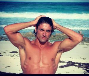Greg Basso va faire fondre toutes les minettes des dancefloors d'Ibiza !