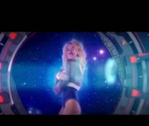 Rita Ora est sexy dans son clip Radioactive !