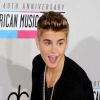 Justin Bieber balance une bouteille sur un paparazzi ! Encore un pétage de câble