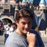 """Castle : Nathan Fillion nommé """"utilisateur de Twitter le plus divertissant"""" de 2012 !"""
