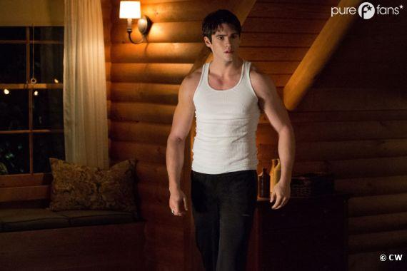 Jeremy a pris du muscle dans la saison 4 de Vampire Diaries
