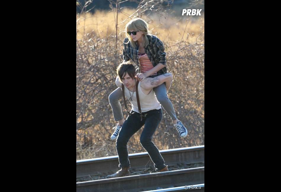 Taylor Swift et Reeve Carney, complices sur le tournage du clip de I knew you were trouble.