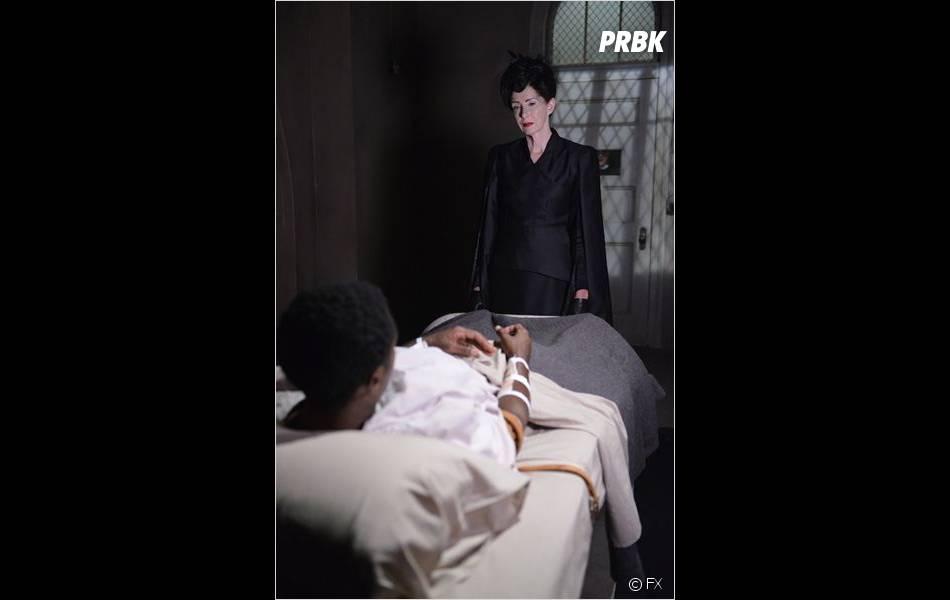 Frances Conroy en sorcière lors de la saison 3 ?