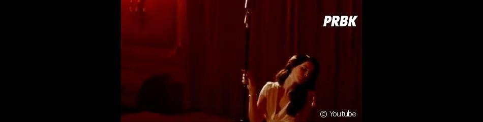 Lana Del Rey se déhanche sensuellement dans le clip de  Burning Desire .