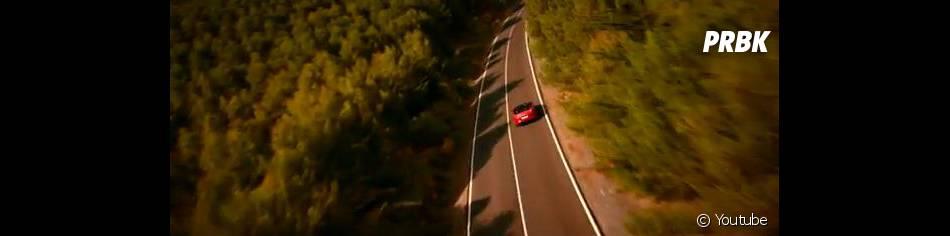 On croise même une jaguar dans le clip de  Burning Desire . Et pour cause, elle fait de la pub pour la nouvelle voiture de la marque.