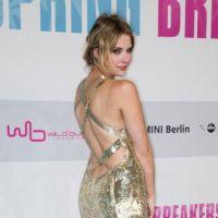 Selena Gomez : nue sous sa veste pour l'avant-première de Spring Breakers à Berlin