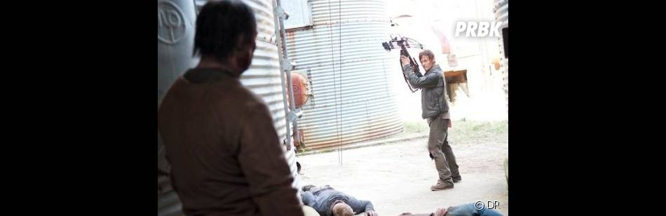 Daryl éclate les zombies dans The Walking Dead