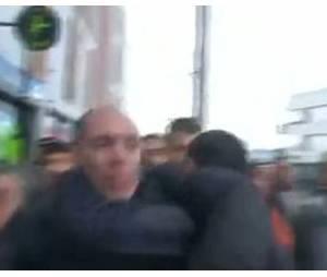 Un Dijonnais mécontent interpelle François Hollande et se fait balayer par la sécurité.