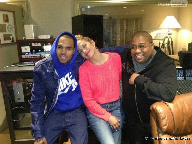 Chris Brown, Jennifer Lopez et le producteur Cory Rooner en studio d'enregistrement le 21 mars 2013