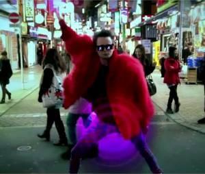 Pas question pour Matthew Bellamy de se prendre au sérieux dans le nouveau clip de Muse