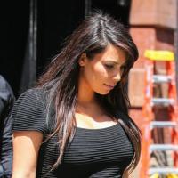 Kim Kardashian : enceinte mais en robe transparente et en string