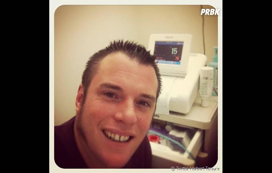 Norbert postait des nouvelles de l'accouchement de sa femme sur Twitter