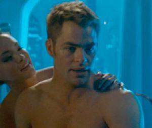 Kirk aussi est torse-nu dans Star Trek Into Darkness