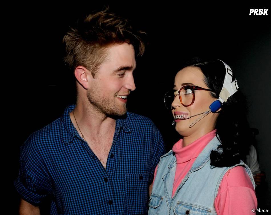 Katy Perry et Robert Pattinson, très complices en coulisse des Teen's Choice Awards en 2010 déjà
