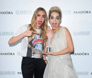 Rita Ora et Cara Delevingne posent sur le tapis rouge des Glamour Women of The Year Awards 2013