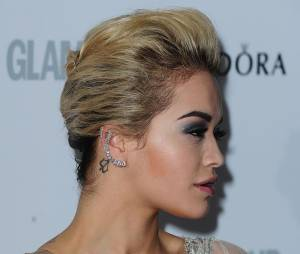 Rita Ora en robe grise Marchiesa aux Glamour Women of The Year Awards 2013