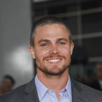 Stephen Amell : le super-héros d'Arrow bientôt papa