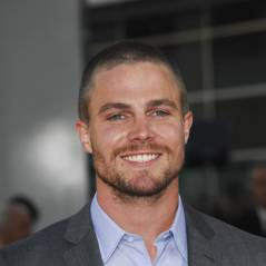 Stephen Amell : le super-héros d'Arrow bientôt papa