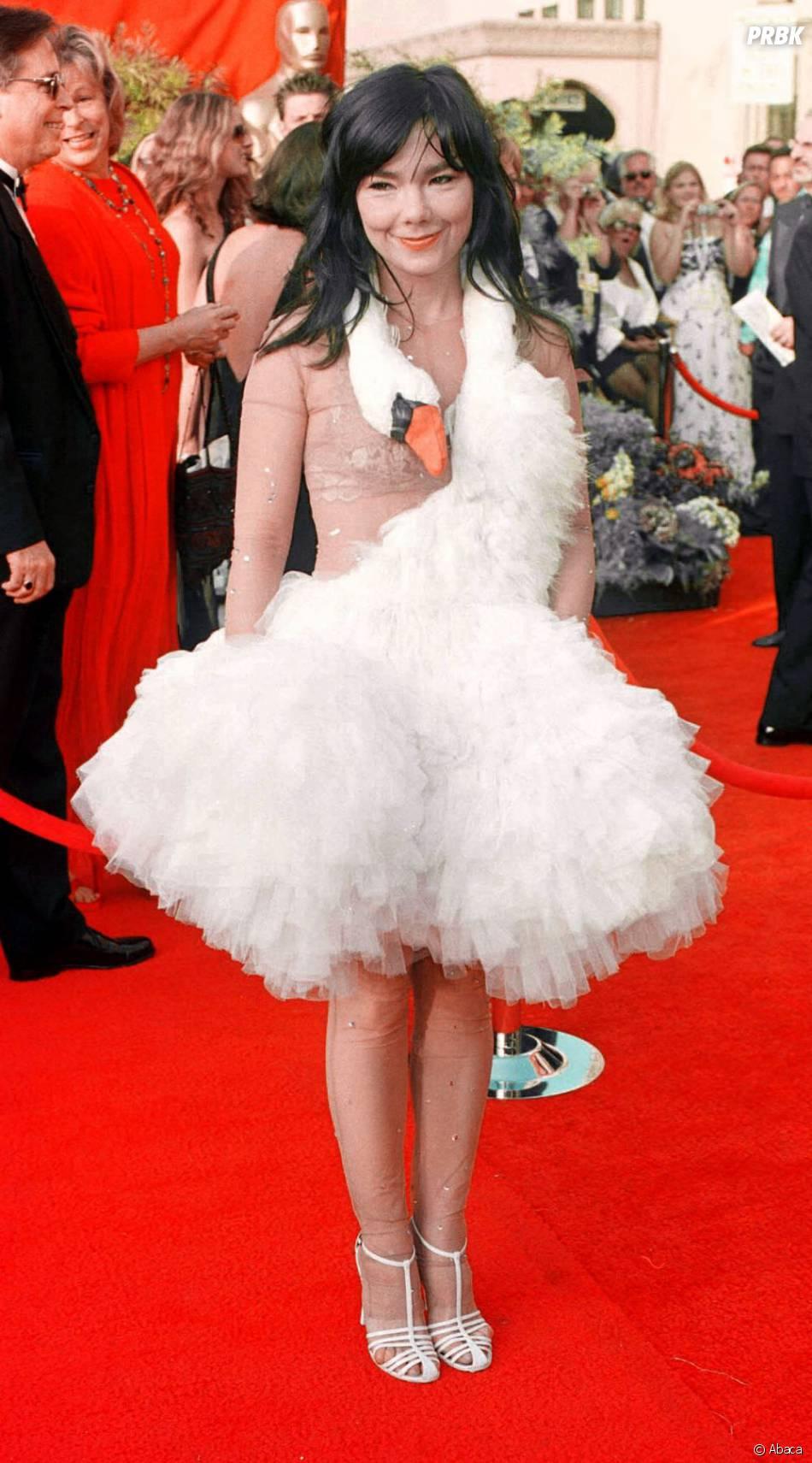 La robe cygne de Björk portée lors des Oscars en 2001