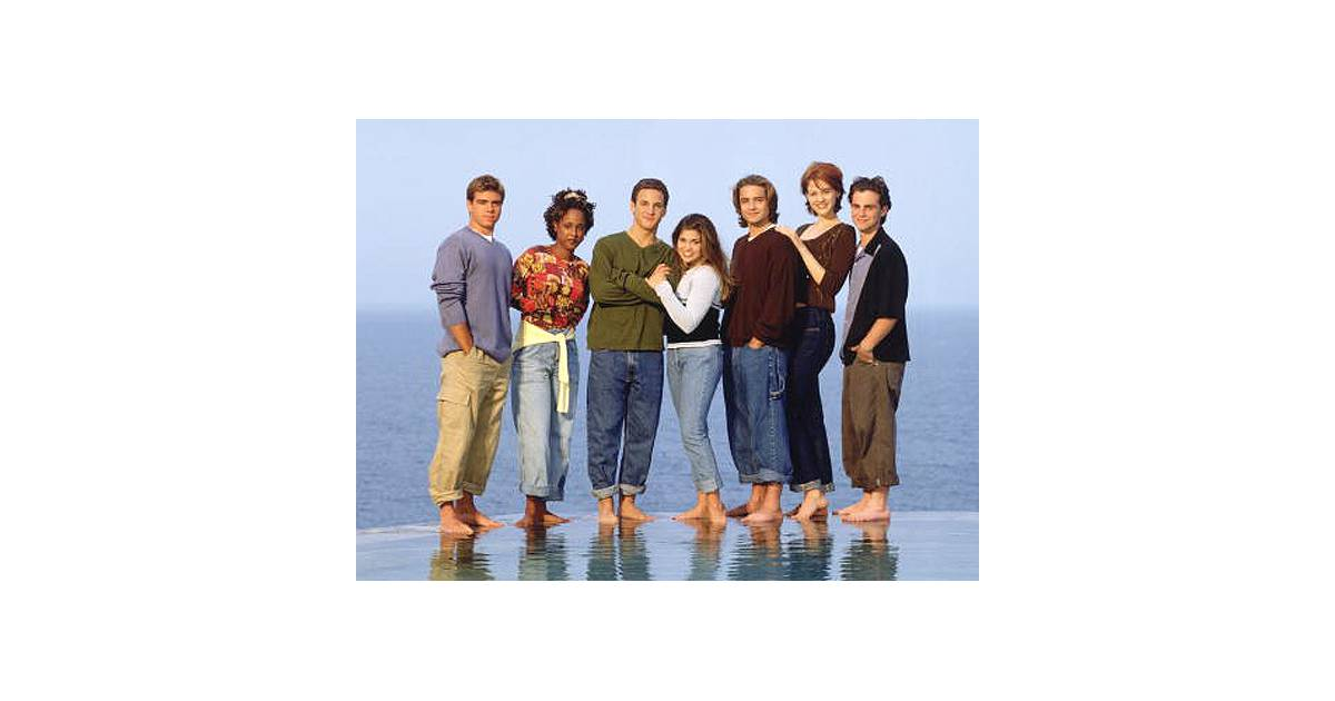 boy meets girl boy meets world spin off Children of the '90s rejoiced over news the disney channel is in the early stages of developing a sequel to the hit series boy meets world new details released about the girl meets world cast, whose lead character is cory and topanga's teenage daughter, riley, reveal some exciting (and.