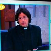 François Hollande : son sosie curé et chevelu à la télé espagnole