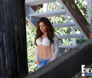 Alyssa Milano en mode femme fatale dans le shooting pour le magazine Maxim.
