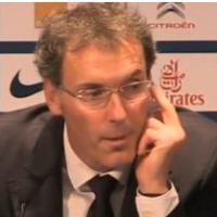 Laurent Blanc (PSG) : un pseudo doigt d'honneur fait le buzz