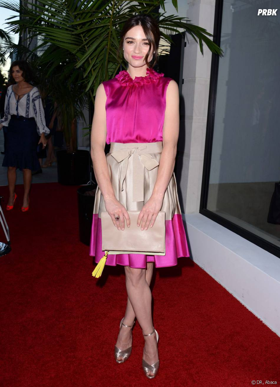 Crystal Reed : le rose flashy qui fait mal aux yeux