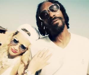 Snoop Dogg et Rita Ora dans le clip de Torn Apart