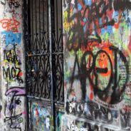Serge Gainsbourg - sa maison rue Verneuil repeinte en blanc : bye-bye les graffitis et bonjour les insultes
