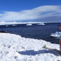 Kate Upton ultra hot dans le making-of du photoshoot Sports Illustrated en Antarctique