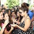 Vanessa Hudgens face à ses fans en Italie