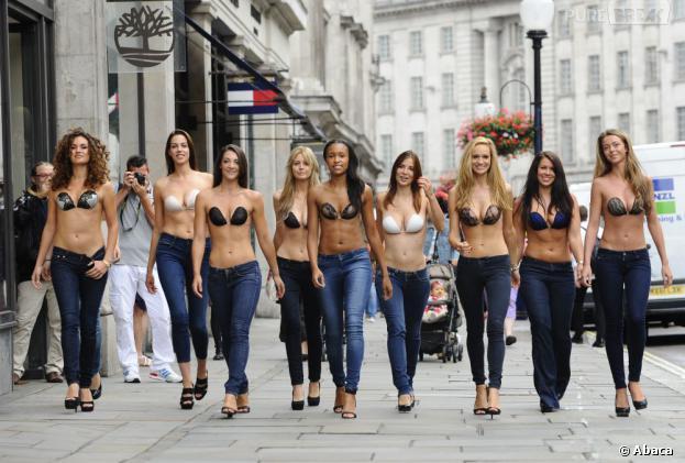 InvisiBra : défilé de jolies filles en soutif invisibles à Londres