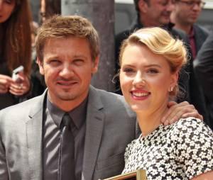 Jeremy Renner et Scarlett Johansson sur Hollywood Boulevard, le 2 mai 2012