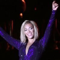 Beyoncé change (déjà) de coupe de cheveux : carré plongeant pendant le V Festival