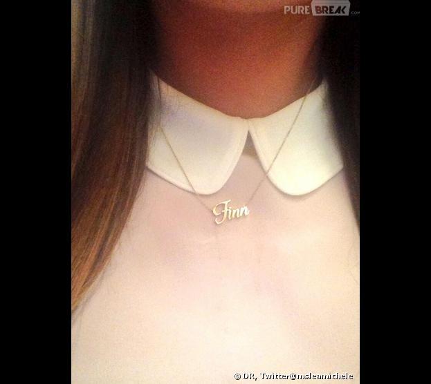 Cory Monteith : Lea Michele sur le tournage de Glee avec son collier hommage.