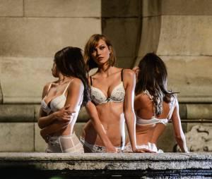 Adriana Lima, Karlie Kloss et Lily Aldridge prennent la pose pour Victoria's Secret, le 18 septembre 2013 à Paris