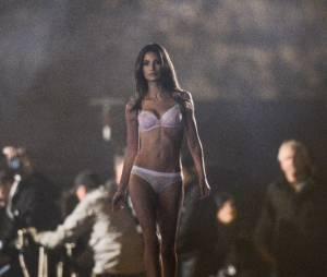 Lily Aldridge hot pour Victoria's Secret, le 18 septembre 2013 à Paris