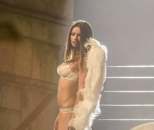 Adriana Lima : vraie bombe pour Victoria's Secret, le 18 septembre 2013 à Paris