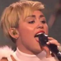 Miley Cyrus nue et en larmes à Vegas : le double craquage