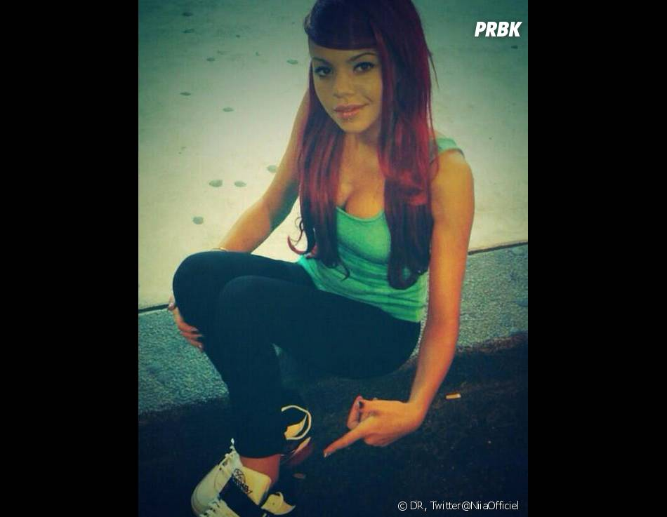 Niia Hall change encore de couleur de cheveux.