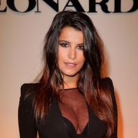 Karine Ferri : décolleté XXL et transparence pour la Fashion Week de Paris