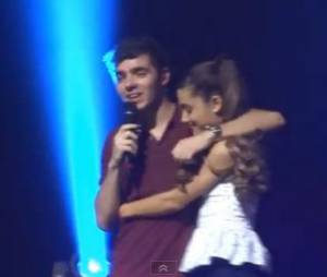 The Wanted invite Ariana Grande sur scène le vendredi 18 octobre au Club Nokia de Los Angeles