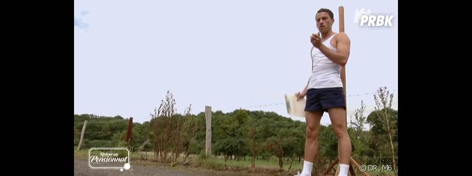 Retour au Pensionnat à la campagne : un prof de sport... caliente.