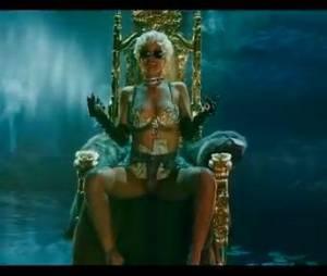 Lily Allen : clin d'oeil à Rihanna et le clip de Pour It Up dans son clip de Hard Out Here