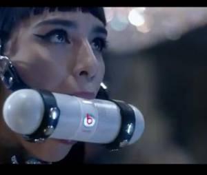 Lily Allen : clin d'oeil à Britney Spears et le clip de Work Bitch dans son clip de Hard Out Here