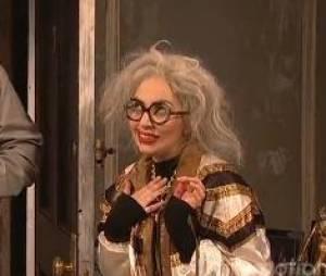 Lady Gaga s'imagine en mamie-star déchue dans un sketch au SNL